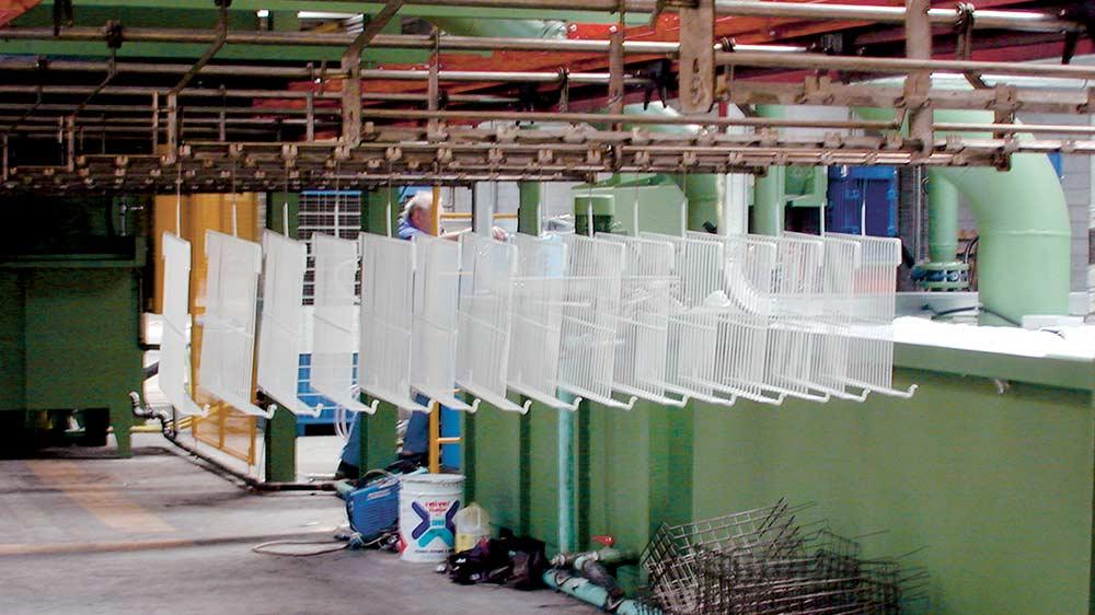 Impianto per 3000 griglie per frigorifero ora